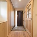 自然素材+断熱性能 体にやさしい住まいの写真 シンプルで機能的な玄関
