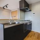 グレイッシュにまとめた上品で上質な空間の写真 キッチン