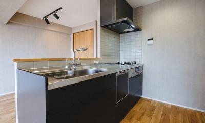 グレイッシュにまとめた上品で上質な空間 (キッチン)