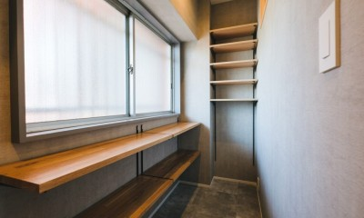 グレイッシュにまとめた上品で上質な空間 (玄関)