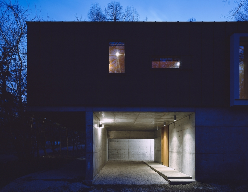 K-Villa / 北軽井沢の別荘の部屋 外観夕景