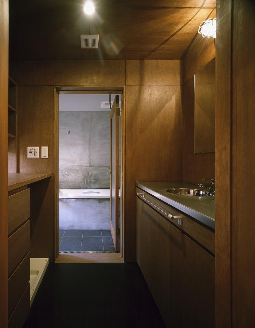 K-Villa / 北軽井沢の別荘の部屋 浴室、洗面