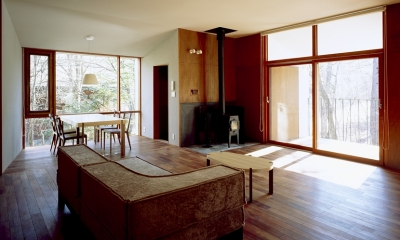 K-Villa / 北軽井沢の別荘 (リビング、ダイニング、テラス、薪ストーブ)