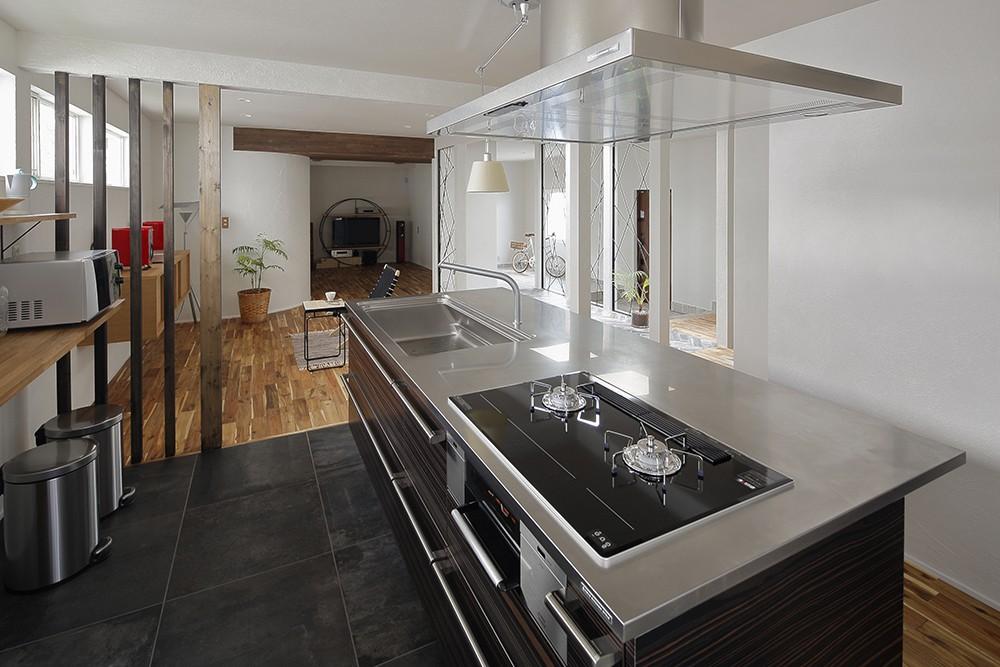 キッチン事例:デザイン性の高いアイランドキッチン(リノベでこだわりの住まいを実現!)
