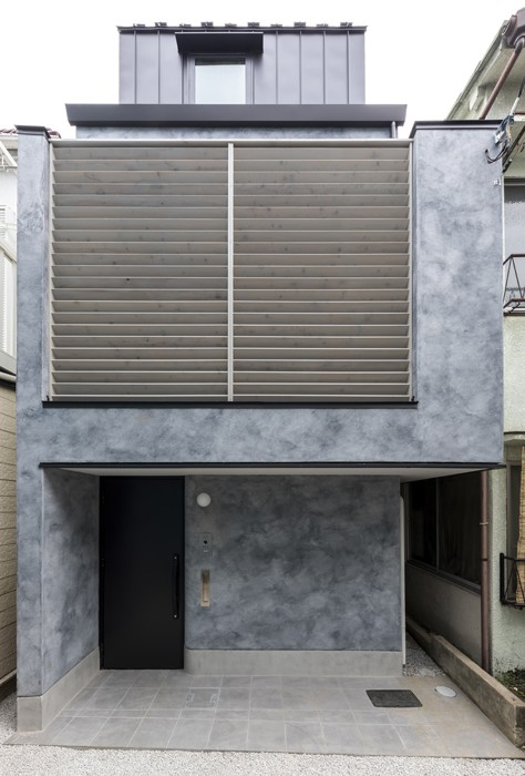 前面道路から見た外観 (6坪のオアシス〜明るく 機能的で 美しい 超狭小住宅!〜)