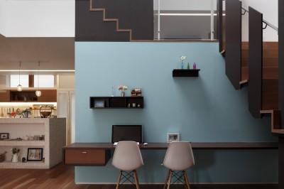 Working Space (仕事場のある住まい|あなたの場所・自分の居場所を創る|みずみずしいブルーが印象的なWorking Space)