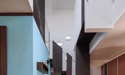 仕事場のある住まい|あなたの場所・自分の居場所を創る|みずみずしいブルーが印象的なWorking Space (仕事場と吹抜)