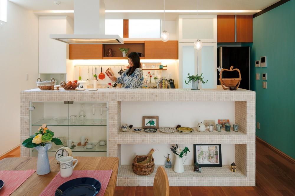 仕事場のある住まい|あなたの場所・自分の居場所を創る|みずみずしいブルーが印象的なWorking Space (アイランドキッチン)
