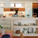 仕事場のある住まい|あなたの場所・自分の居場所を創る|みずみずしいブルーが印象的なWorking Spaceの写真 アイランドキッチン