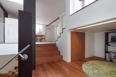 スキップ 中二階 (仕事場のある住まい あなたの場所・自分の居場所を創る みずみずしいブルーが印象的なWorking Space)