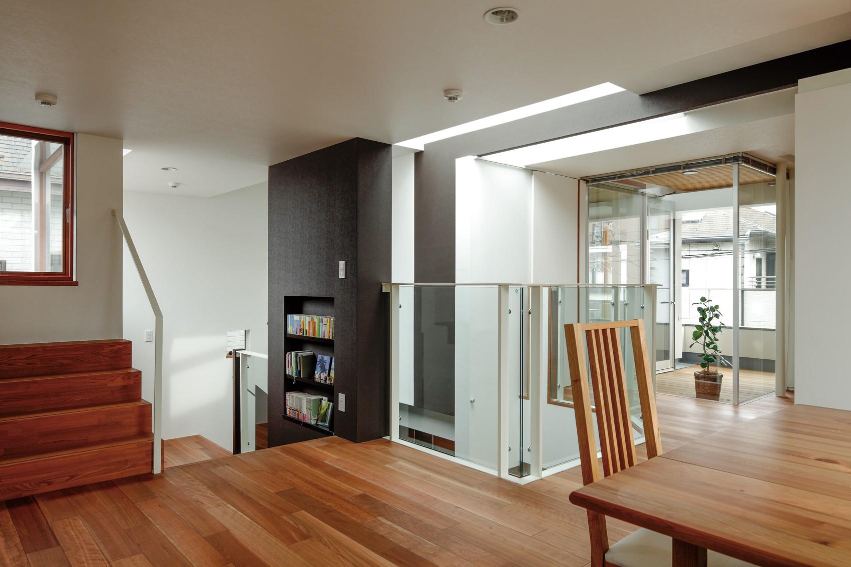 子供部屋事例:二階から中二階方向(仕事場のある住まい あなたの場所・自分の居場所を創る みずみずしいブルーが印象的なWorking Space)