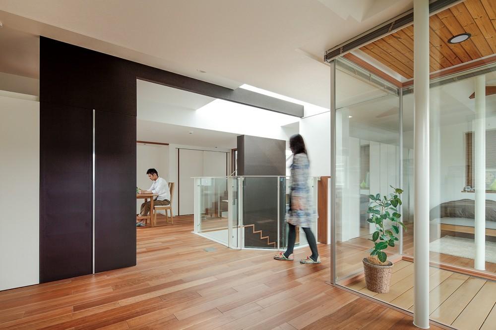 仕事場のある住まい|あなたの場所・自分の居場所を創る|みずみずしいブルーが印象的なWorking Space (空間を使って場所を仕切る)