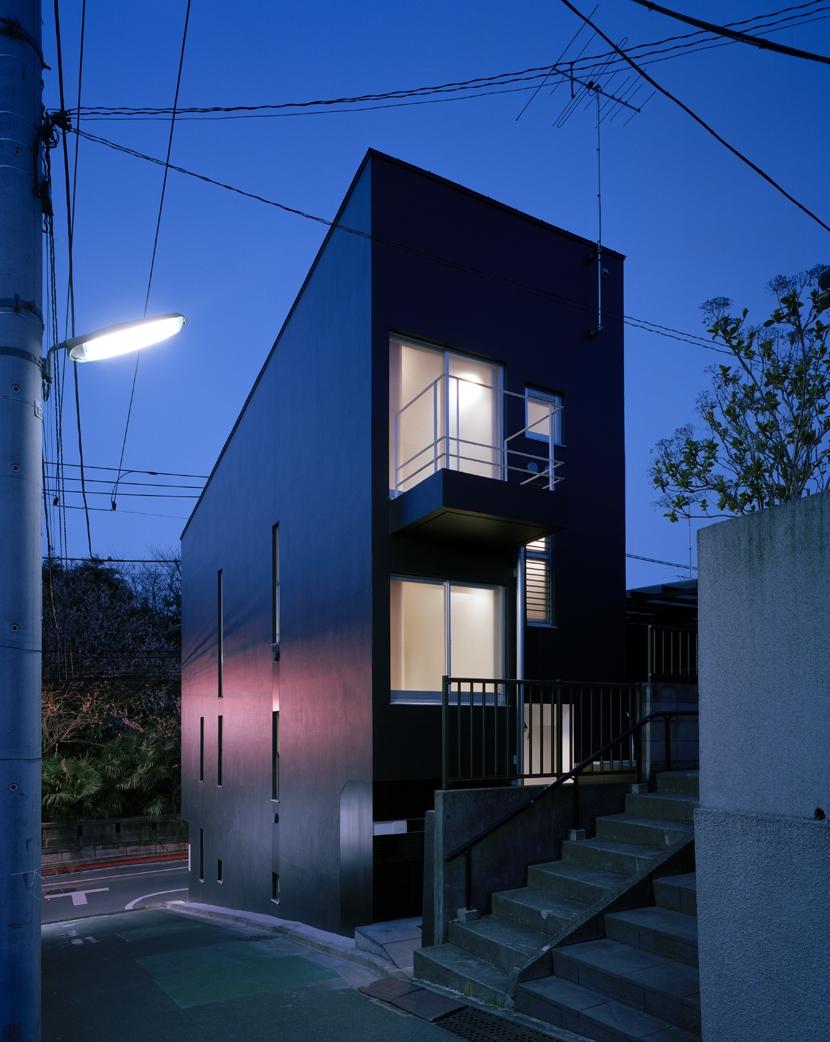代沢の住宅 / 11坪の店舗付住宅の写真 外観夕景
