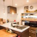デッドスペースの有効活用と見せる収納の写真 キッチン