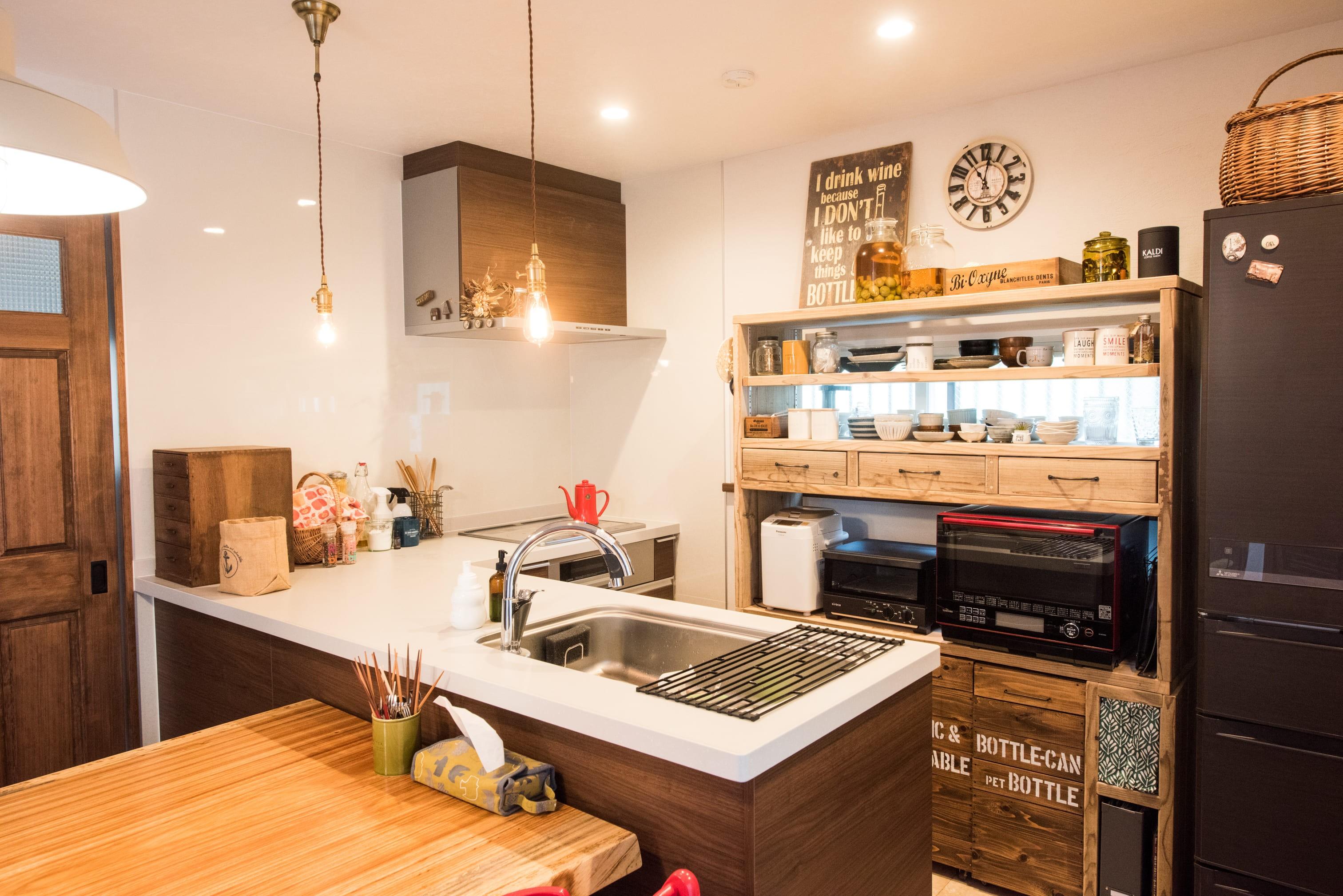 キッチン事例:キッチン(デッドスペースの有効活用と見せる収納)