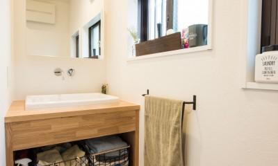 デッドスペースの有効活用と見せる収納 (洗面室)
