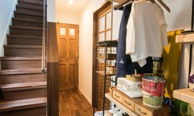 デッドスペースの有効活用と見せる収納 (玄関)