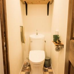 デッドスペースの有効活用と見せる収納 (1Fトイレ)