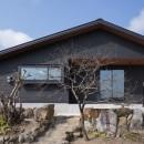 三日月の家~農業のある田舎暮らし。インテリアにこだわった程良い距離感の2世帯住宅~の写真 外観~東側の田んぼより眺める。