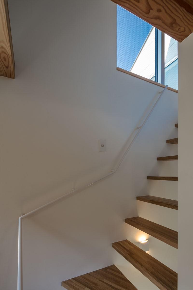 福岡市今川の家/ルーフバルコニーのある狭小住宅 (空に繋がる階段)