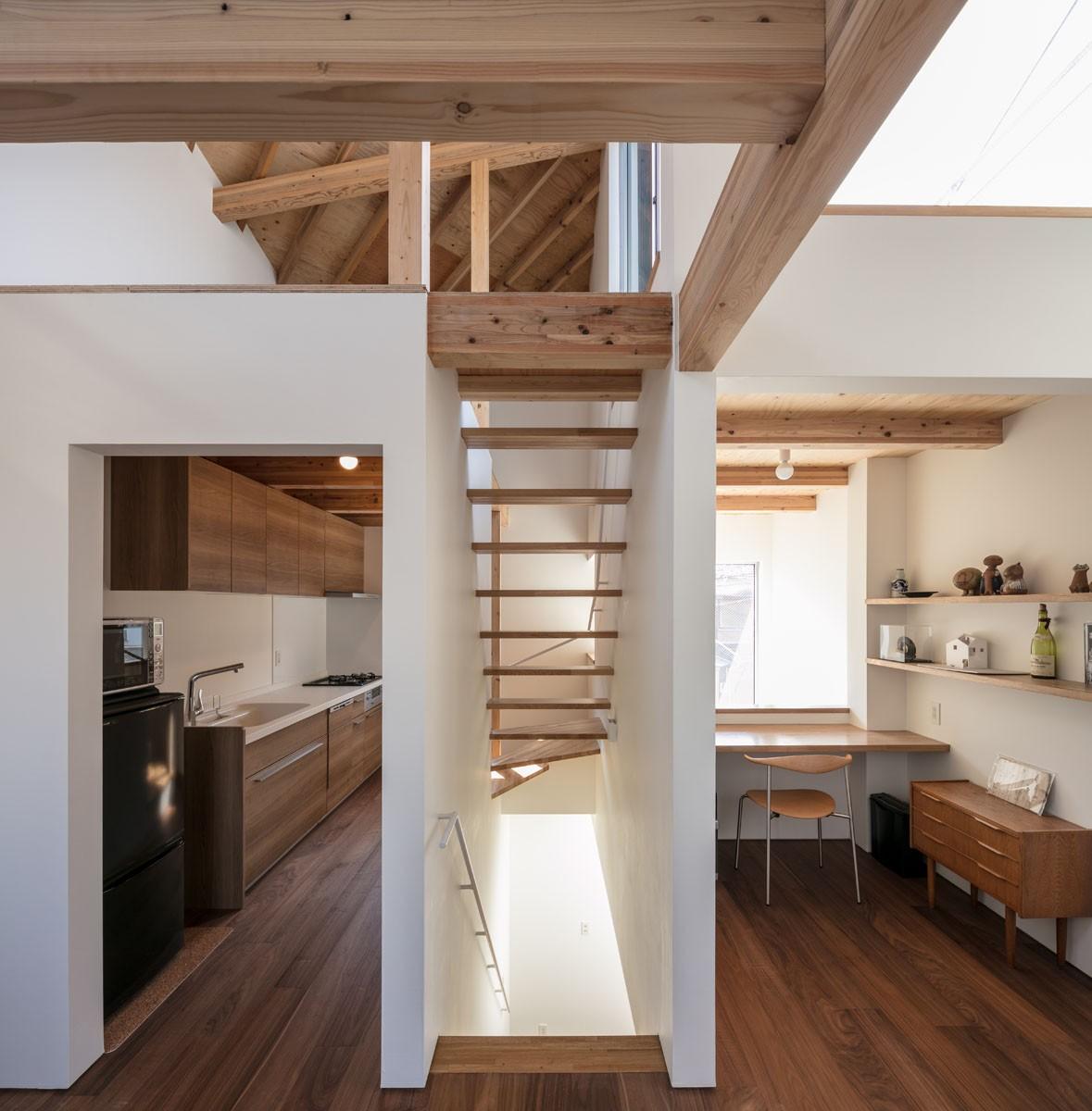 キッチン事例:連続する空間(福岡市今川の家/ルーフバルコニーのある狭小住宅)