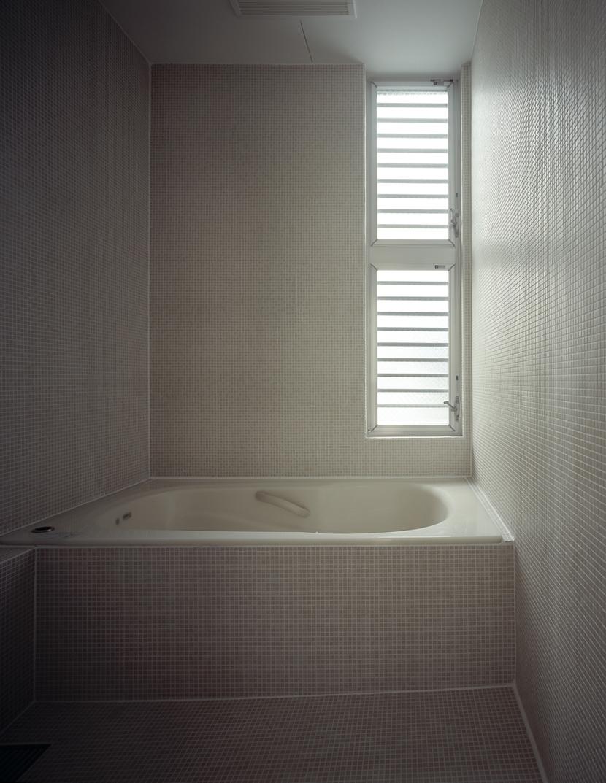 代沢の住宅 / 11坪の店舗付住宅の部屋 浴室