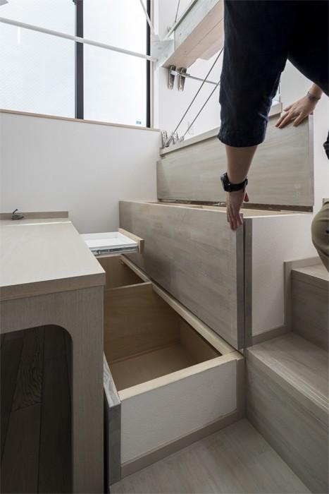 リビングダイニング事例:ベンチ下の収納(6坪のオアシス〜明るく 機能的で 美しい 超狭小住宅!〜)