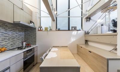 ダイニング・キッチンの造作家具|6坪のオアシス〜明るく 機能的で 美しい 超狭小住宅!〜
