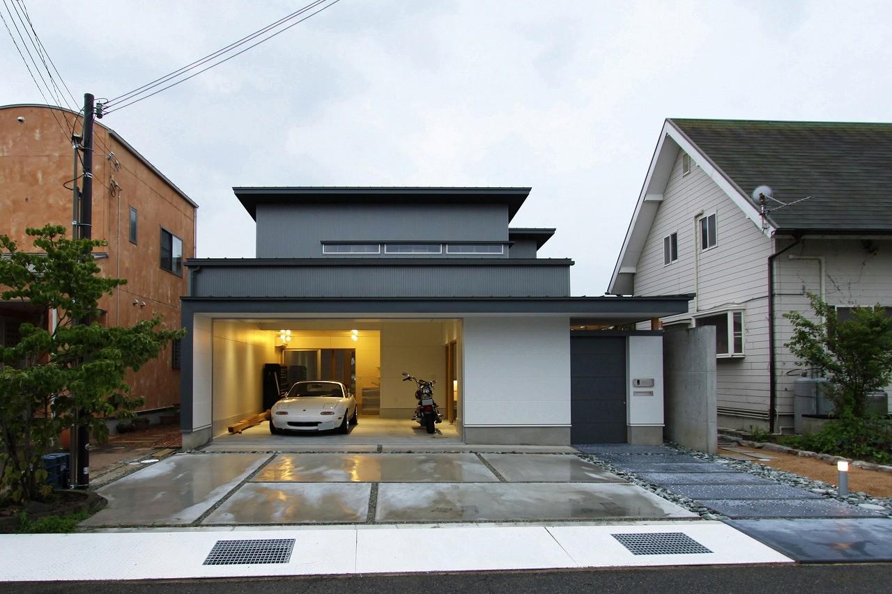 外観事例:外観(広山の家~ビルトインガレージのあるコートハウス~)