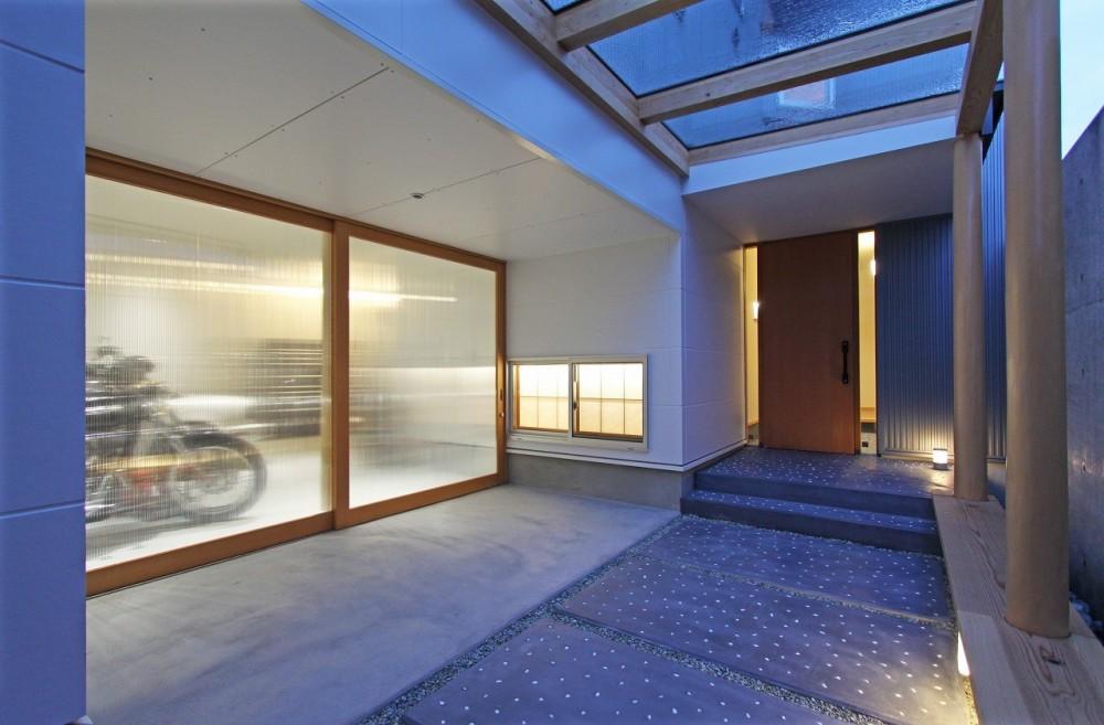 広山の家~ビルトインガレージのあるコートハウス~ (アプローチ)