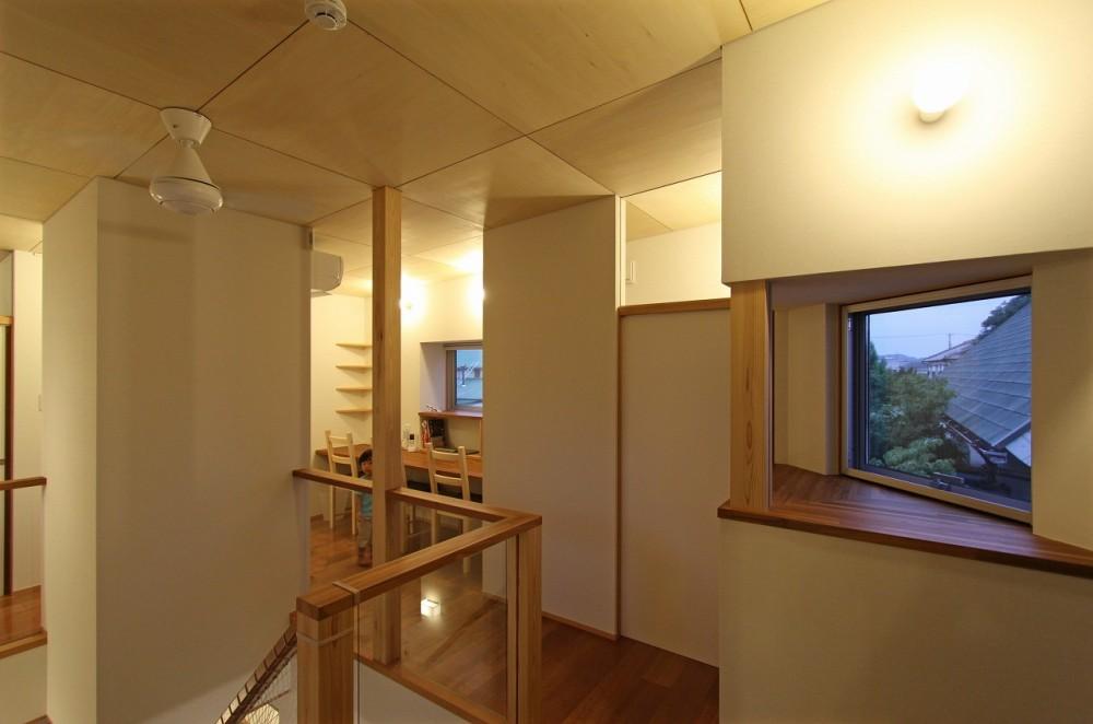 広山の家~ビルトインガレージのあるコートハウス~ (階段ホール)