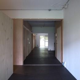 恵比寿西マンションリノベーション (寝室からダイニング・リビングを見る)