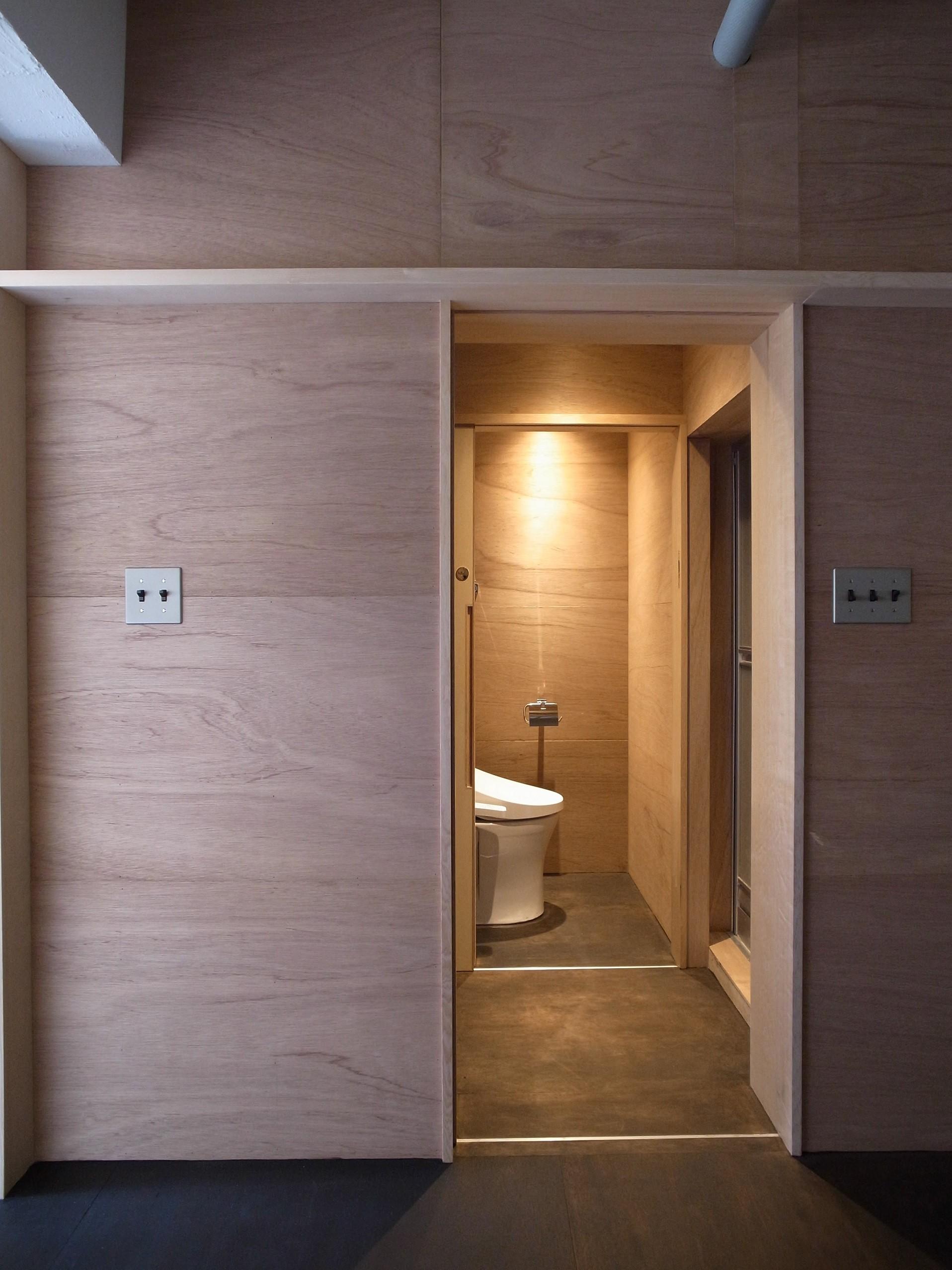リビングダイニング事例:洗濯脱衣室・トイレ(恵比寿西マンションリノベーション)