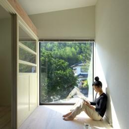 木箱のような離れ2階はパティシエのお部屋 (お菓子の家~店舗併設2世帯住宅。隠れ家的小さなお菓子工房のあるおうち~)
