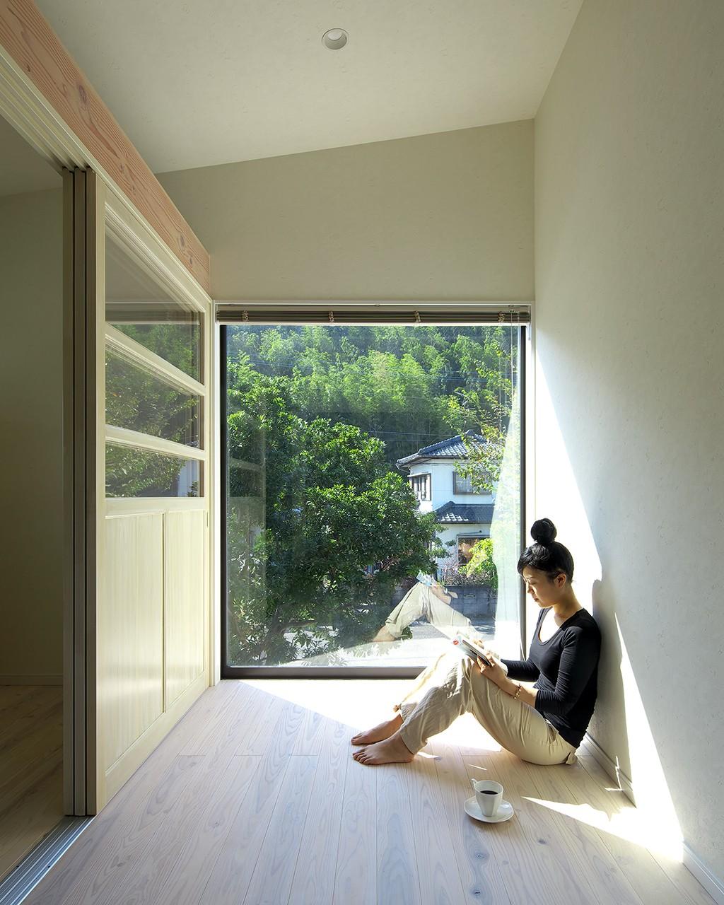 ベッドルーム事例:木箱のような離れ2階はパティシエのお部屋(お菓子の家~店舗併設2世帯住宅。隠れ家的小さなお菓子工房のあるおうち~)