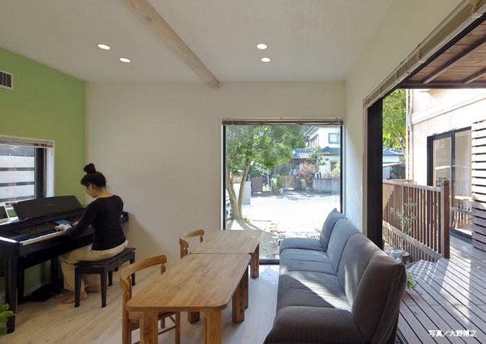 その他事例:離れの1階はカフェスペース(お菓子の家~店舗併設2世帯住宅。隠れ家的小さなお菓子工房のあるおうち~)
