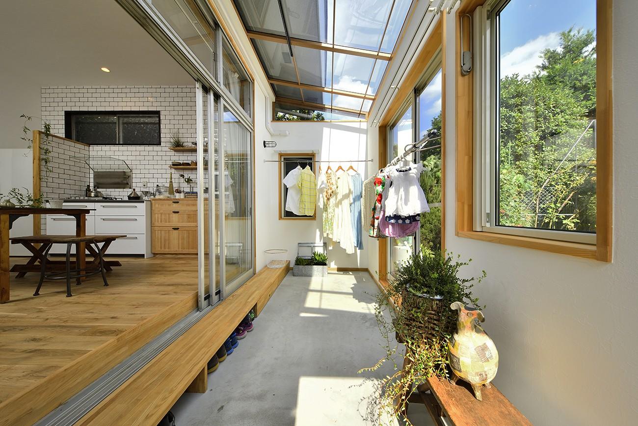 その他事例:おひさまが気持ち良いサンルーム(庭を眺めるアトリエ付きの家)