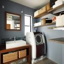 じっくり こっくり 味わい深くの写真 ブルーのクロスにさりげないアクセントタイルを施した造作洗面台