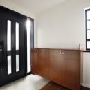 じっくり こっくり 味わい深くの写真 光を取り込む明るい玄関