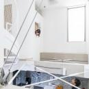 6坪のオアシス〜明るく 機能的で 美しい 超狭小住宅!〜の写真 吹抜のハイサイドライトと室内小窓