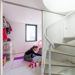 6坪のオアシス〜明るく 機能的で 美しい 超狭小住宅!〜 (可動間仕切りで間取りが変わるキッズスペース)