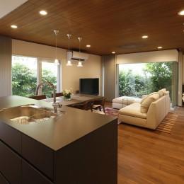 M様邸_こだわりキッチンのシンプル空間 (LDK)