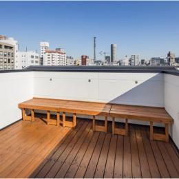6坪のオアシス〜明るく 機能的で 美しい 超狭小住宅!〜 (眺めがよい屋上の可動式ベンチ)