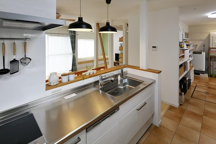 キッチン事例:家事をしながら家族とつながるキッチン(子育てママこだわりのリノベーション)