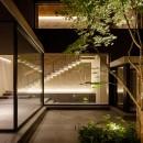 N邸の写真 中庭夜景