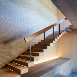 N邸 (玄関階段)