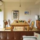 リノベーションで思いどおりの住まいの写真 形の違う椅子でカフェスタイルに