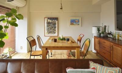 リノベーションで思いどおりの住まい (形の違う椅子でカフェスタイルに)