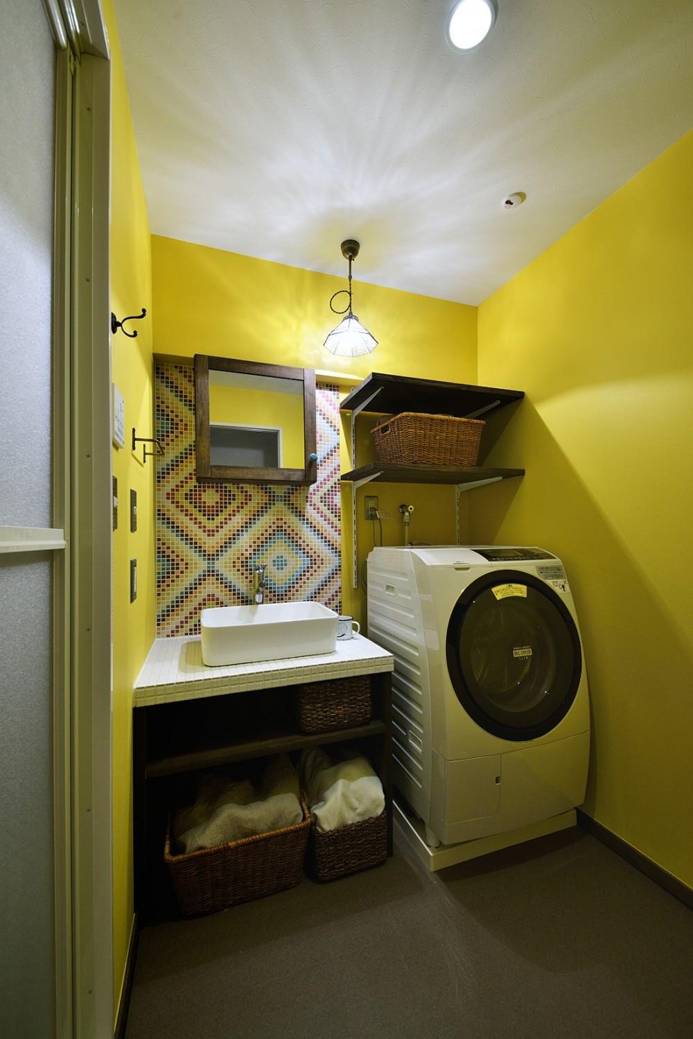 リノベーションで思いどおりの住まい (個性的でポップな洗面室)