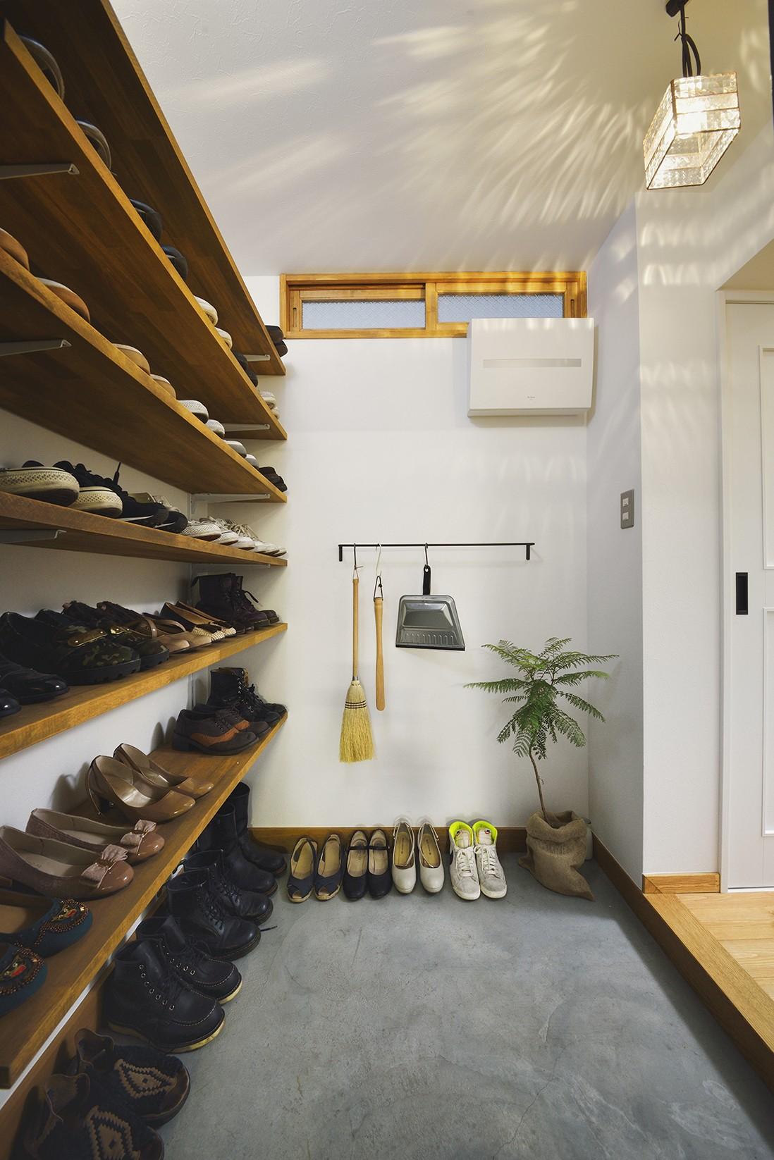 玄関事例:シンプルで機能的な玄関(リノベーションで思いどおりの住まい)